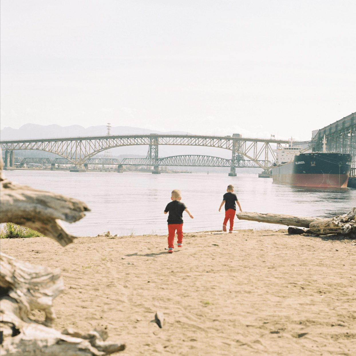 Two kids running toward the water